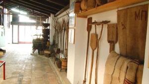 Zbirka predmeta za mešenje i pečenje hleba