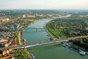 Pogled na reku iz vazduha