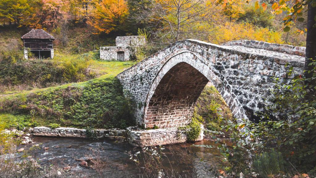 Rimski most – biser koji čuvaju oštre stene Podgorine i Azbukovice