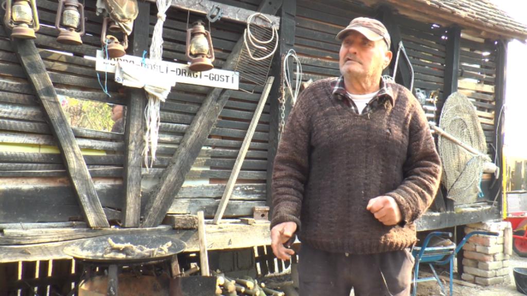Raskoš i toplinu doma zamenio kolibom bez struje i vode