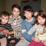 Priča koja para srce! Petoro mališana žive od 20.000 dinara bakine penzije, bez struje i vode, a u pakao siromaštva ih je doveo jedan pogrešan potez