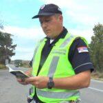 POLICAJAC MEKOG SRCA – UMESTO KAZNE RECITUJE STIHOVE